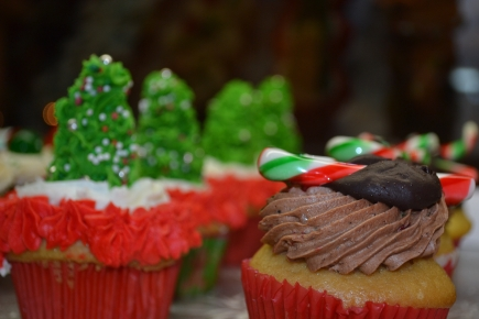 Christmas tree and candy cane cupcakes